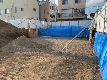 4.掘削根伐り、砕石敷き.jpg