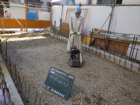 9.24砕石敷き転圧.JPG